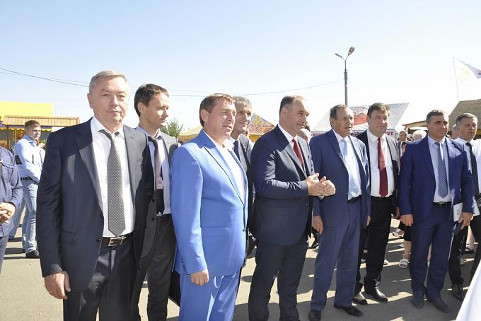 Представители Правительств Республики Крым посетили стенд Ростсельмаш на выставке День урожая